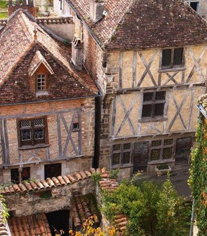 indepdent walking holiday in France Lot valley historic villages chateau